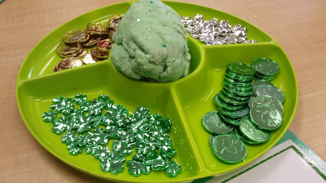 St-Patrick's Day playdough 01