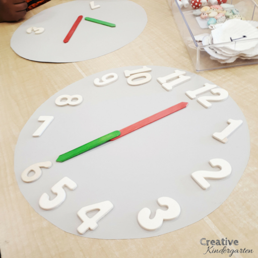 Teaching time in kindergarten with hands-on, fun centers and activities. Perfect for math centers to teach time to the hour and half-hour.